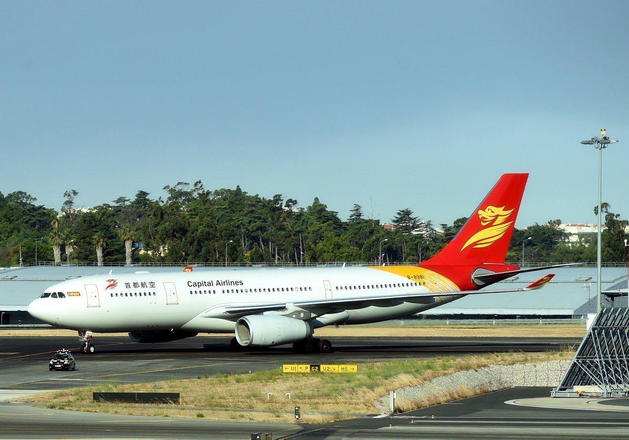 首都航空JD5158次航班今天下午從昆明機場起飛後,疑似出現機械故障導致高空失壓...