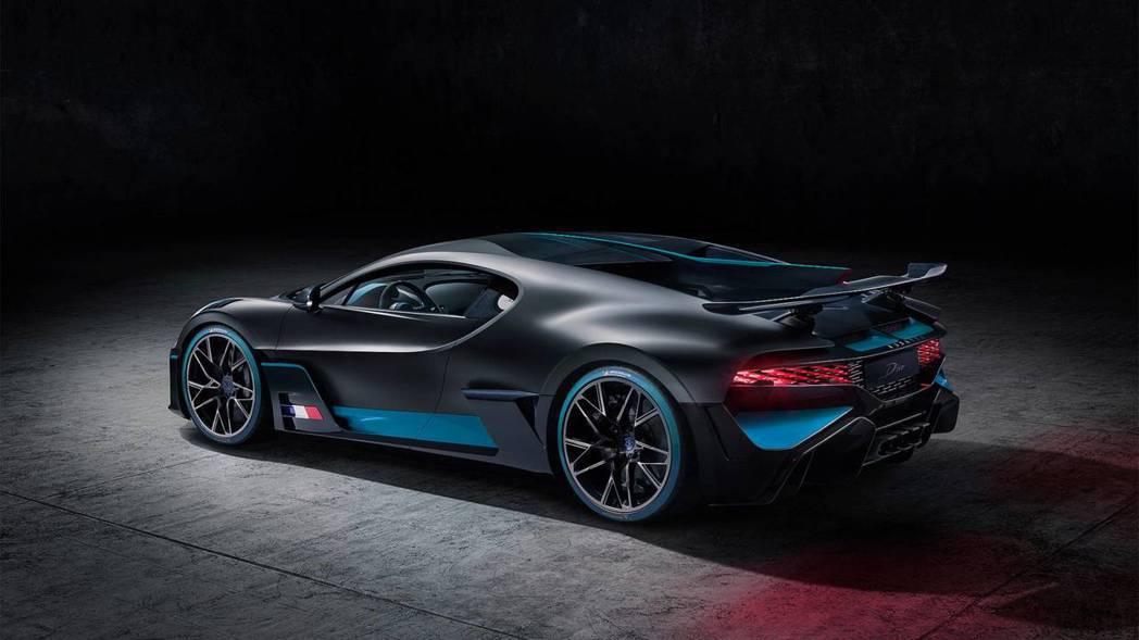 但Bugatti Divo整體線條與空力套件則是經過大幅修改。 摘自Bugatt...