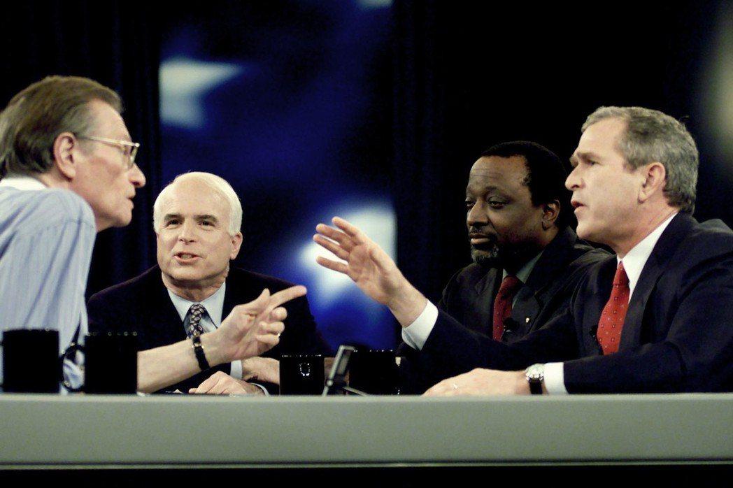 2000年總統大選,麥肯首度角逐共和黨初選,但他的問政歷史早已得罪黨內高層及企業...