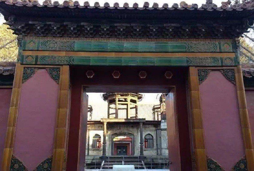 北京故宮博物院裡早已沒有劇中延禧宮的原貌,只剩下宮門和西洋建築靈沼軒,成為北京最...
