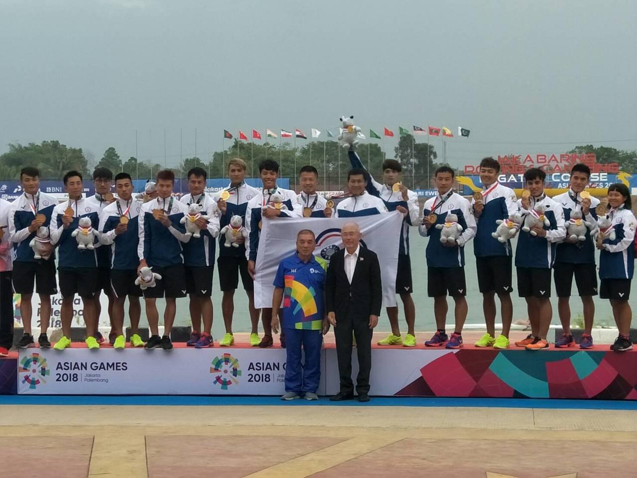 印尼雅加達巨港亞運,中華男子輕艇龍舟隊500公尺直道競速奪金。圖/中華奧會提供