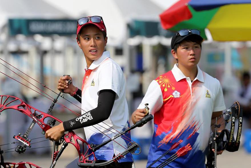 我國射箭複合弓女團林明靜、陳怡瑄(左起)奪銅,為射箭隊進帳本屆世大運首面獎牌。 ...