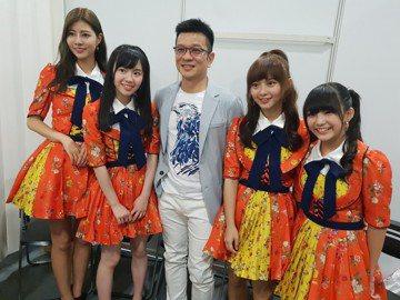 陳子鴻今天接下「AKB48 Team TP」營運公司總經理一職,準備將她們打造成全新的台灣之光。雖然不能承諾何時發片,但陳子鴻透露已經著手替「AKB48 Team TP」規劃,「會盡量快,但我個性龜...