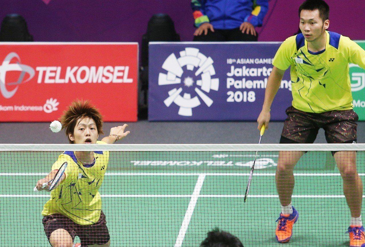 李哲輝(左)和李洋勇闖4強。特派記者陳正興/雅加達攝影