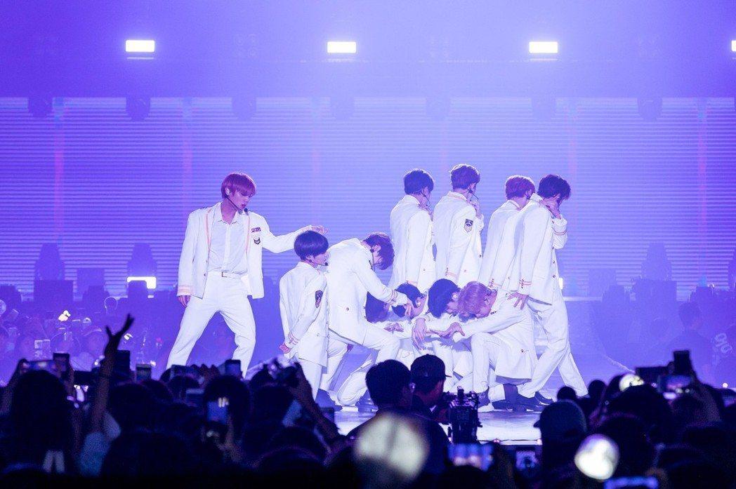 Wanna One粉絲在演出途中發生肢體衝突。圖/IMEtw提供