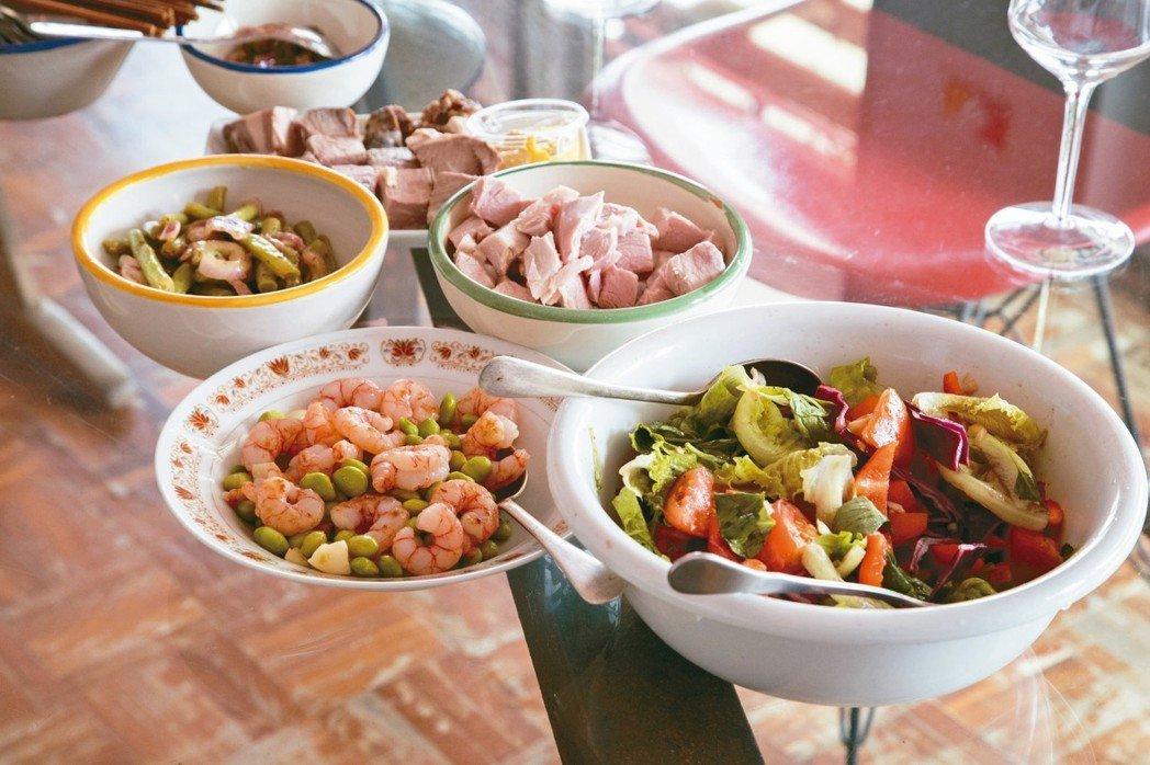 莊普做出一桌南歐風格的午餐。 記者陳立凱/攝影