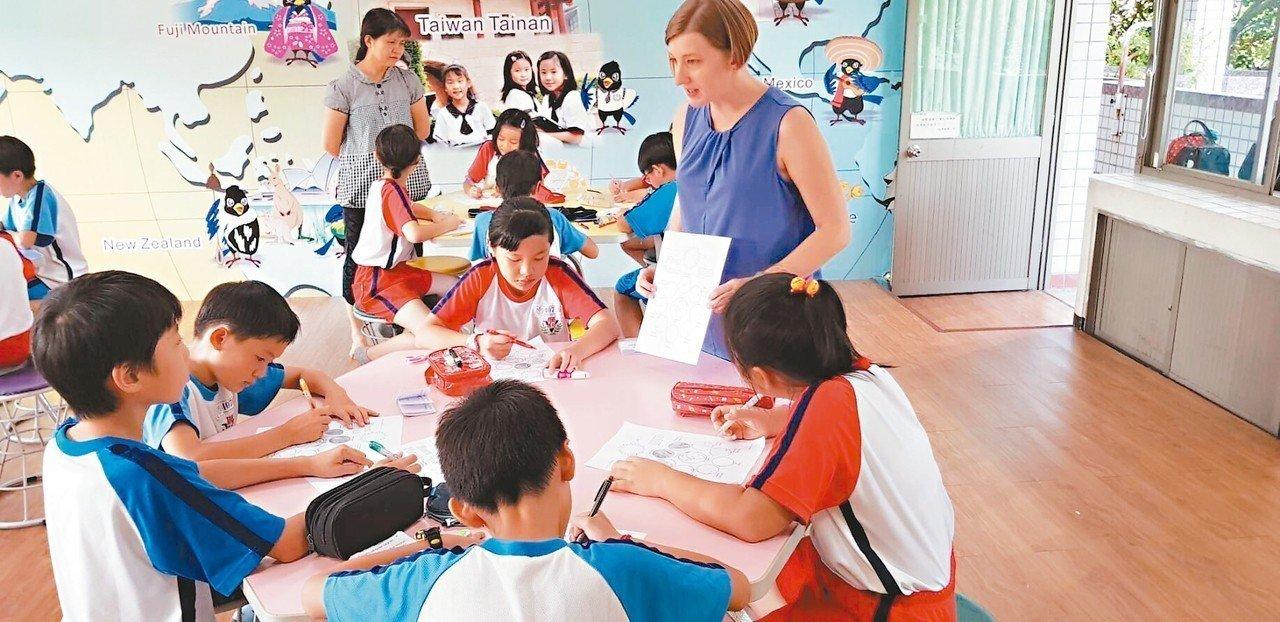 台南市外籍師資在國小上課的情況。 圖/第二官方語言辦公室提供