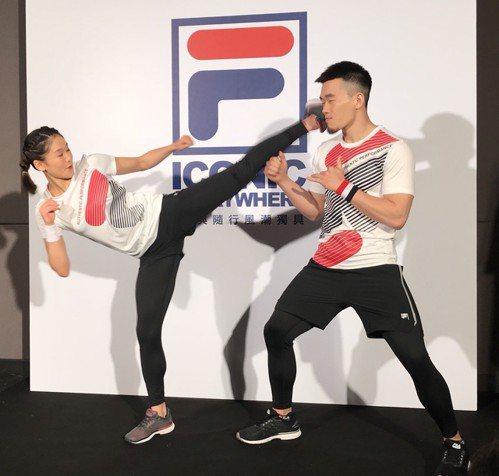 徐瑋駿(右)獲得空手道銅牌。 報系資料照