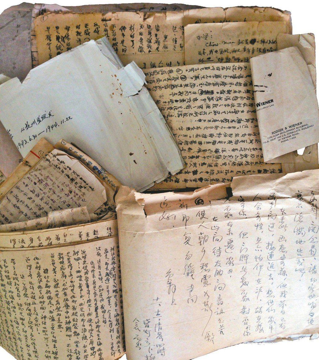 金宇澄的尊翁自獄中發出的信件。