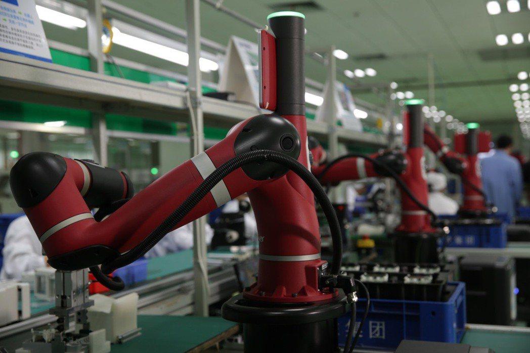 革命性的單臂協作機器人「Sawyer」。 圖/電達實業提供