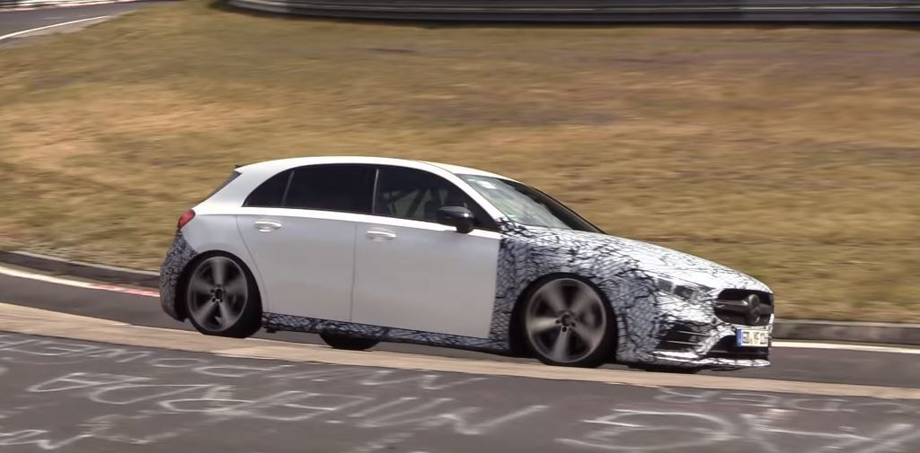 Mercedes-AMG A35預計會在10月巴黎車展發表。 截自cvdzijden - Supercar Videos