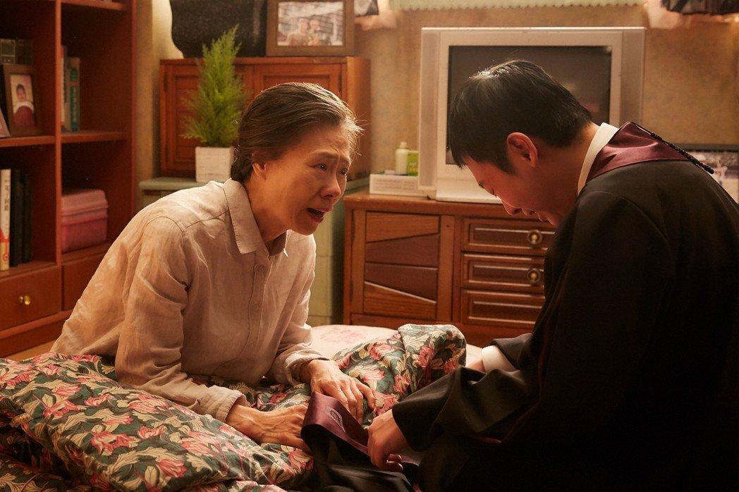 金氏兄弟檔的母親(左),是一個不能說話又貧窮無能的聾啞女性。 圖/采昌國際提供