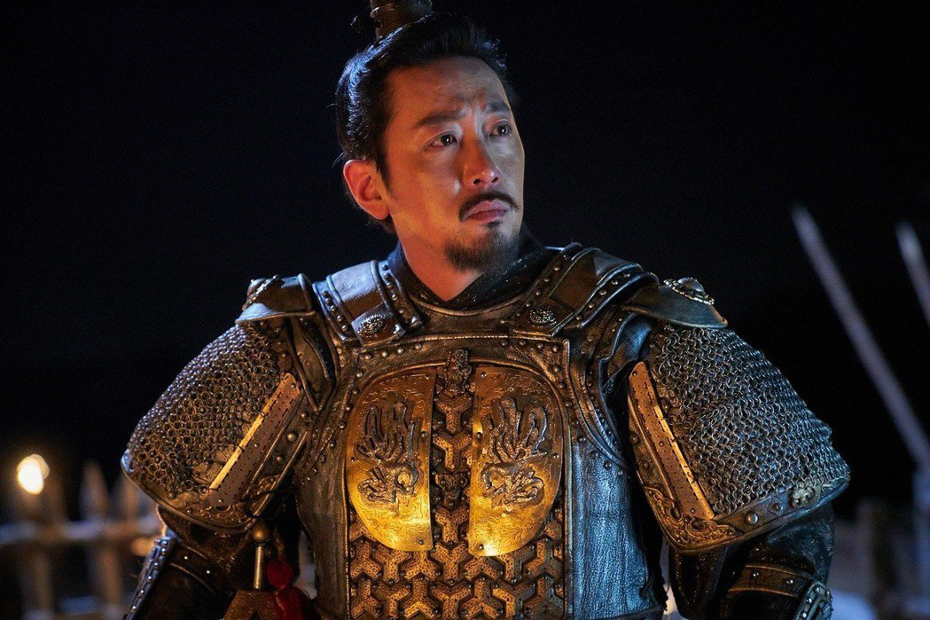 電影中出現的男性,都非常符合保護者的雄性角色,像是威武的將軍、英勇的消防隊員、軍人及陰間使者。 圖/采昌國際提供