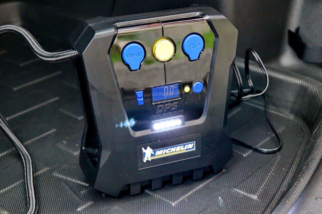 提供LED照明功能。 記者陳威任/攝影