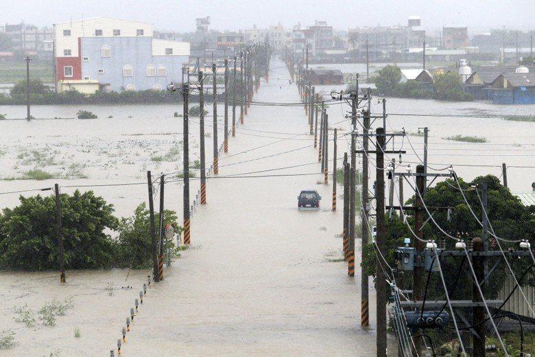 連日來的暴雨,嘉南平原成水鄉澤國。 圖/聯合報系資料照