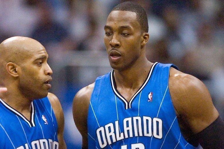 卡特(左)征戰NBA滿20年卻始終於總冠軍賽無緣,2009-10球季與哈沃德在魔...