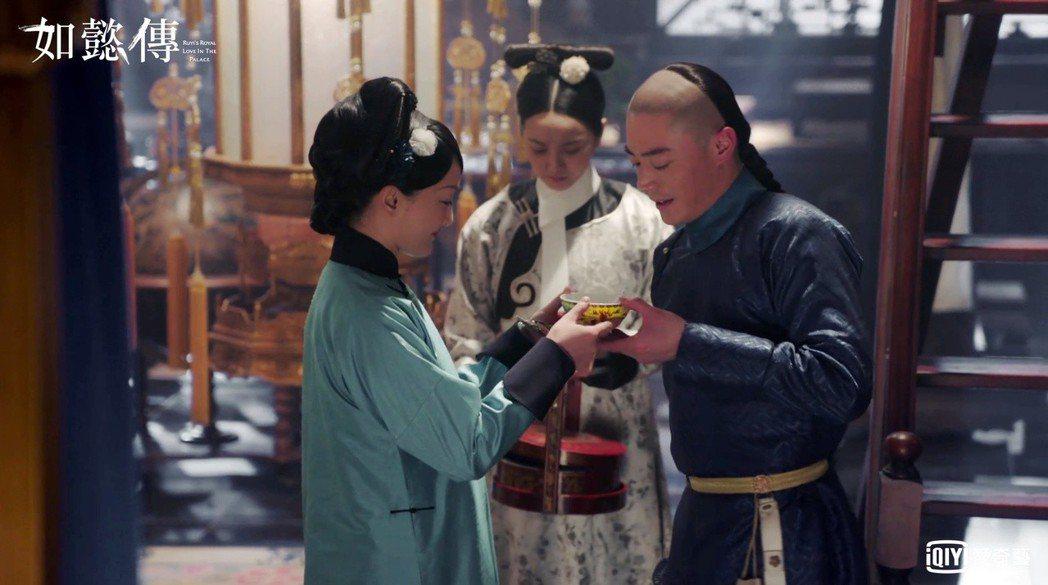 霍建華(右)劇中的深情表現,讓人稍感不成立。圖/愛奇藝台灣站提供