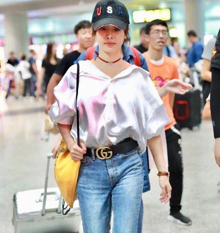 蔡依林配戴Gucci Logo腰帶。圖/摘自IG