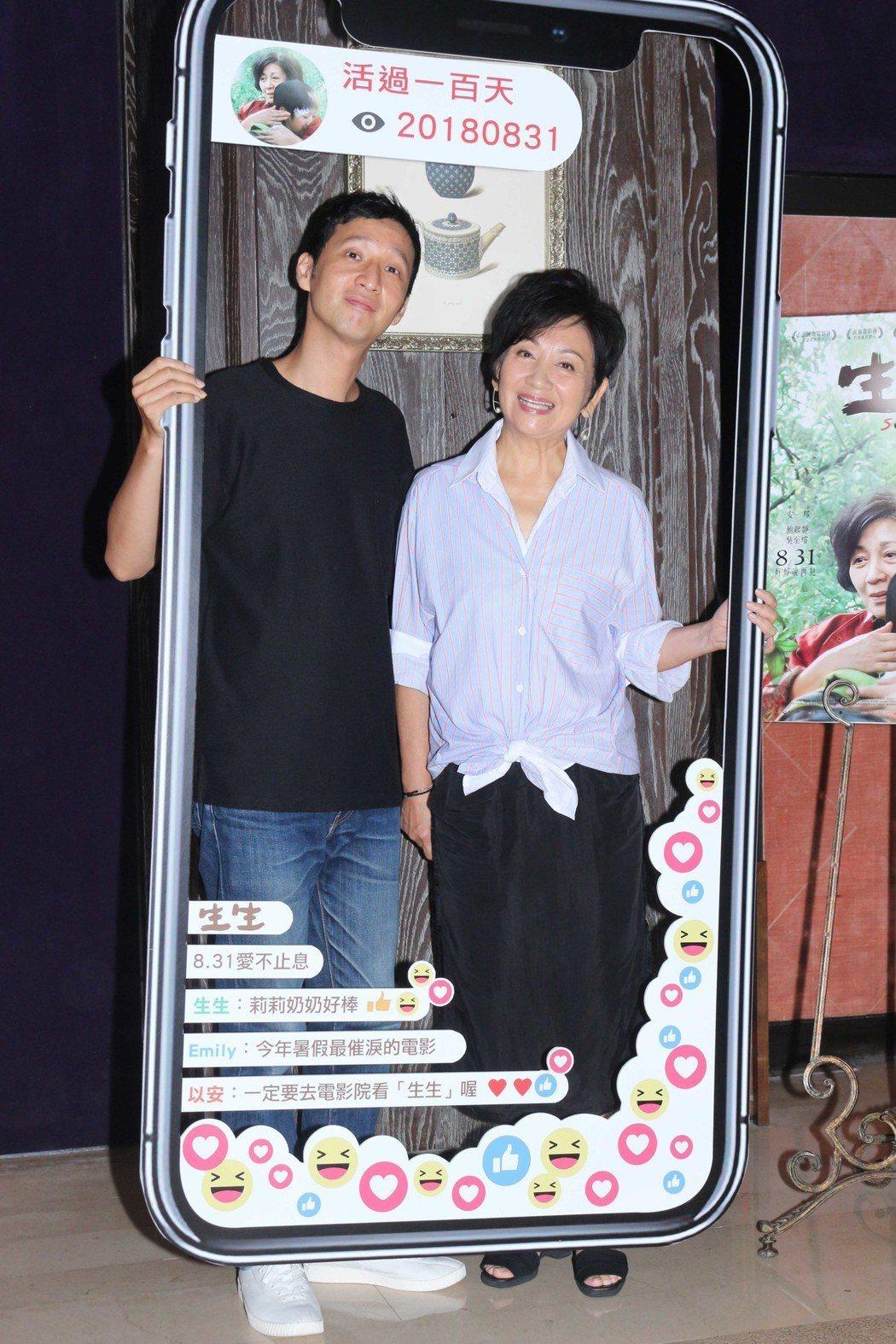 鮑起靜(右)首度演出台灣電影「生生」,並為該片來台宣傳,左為導演安邦。圖/華映提