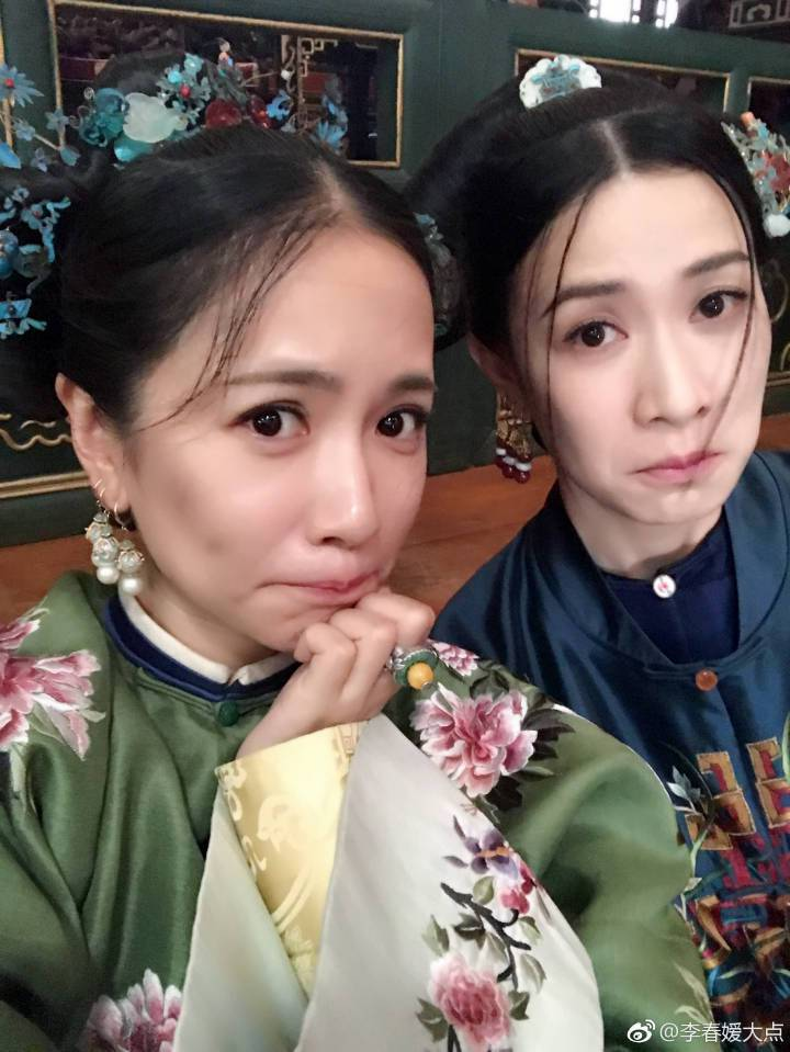 李春嬡po出在劇組各種逗趣照。圖/摘自微博