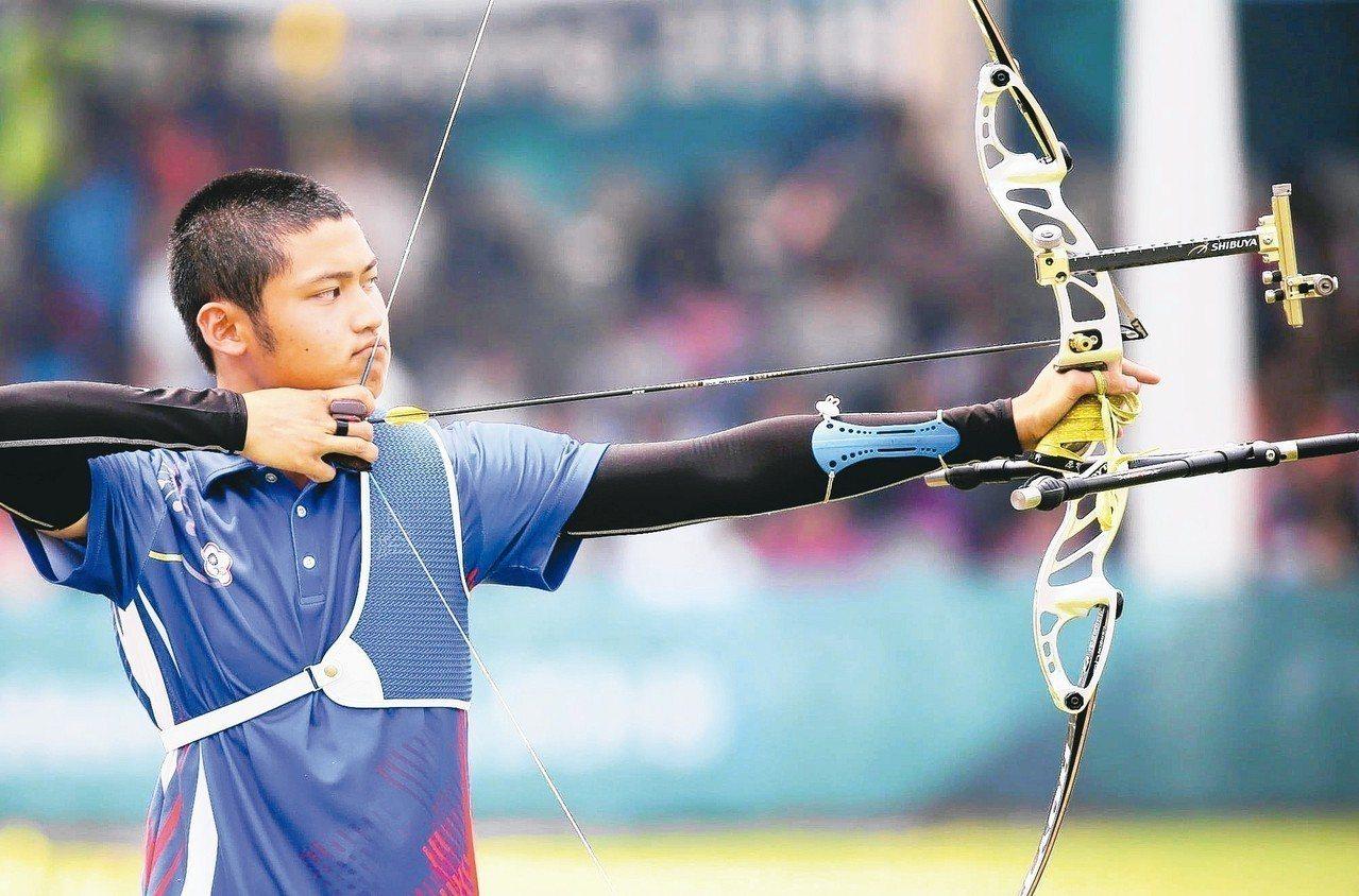 年僅18歲的箭客湯智鈞,是去年雅加達—巨港亞運男子射箭團體賽的金牌班底。 聯合報...