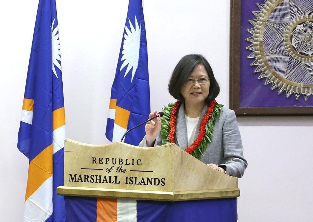 2017年蔡英文總統宣布給予太平洋六邦交國免簽待遇,但卻被邦交國回贈「斷交禮」。...