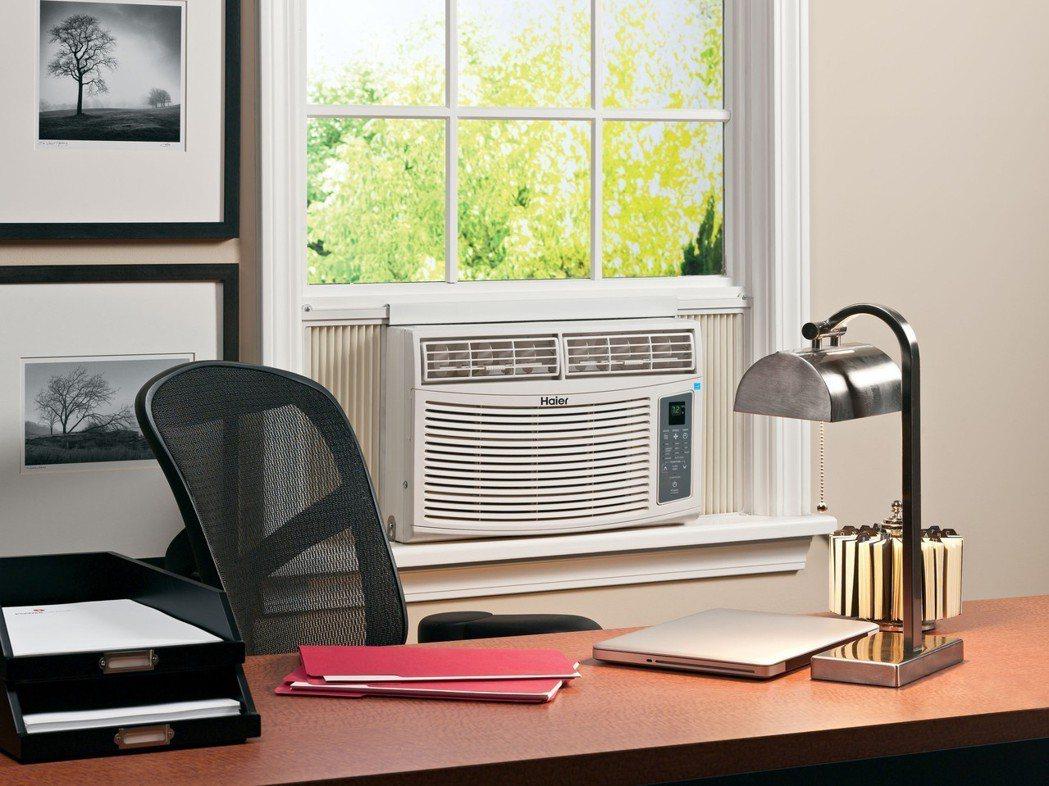 加裝冷氣只能解一時之熱,卻加劇溫室效應。 (美聯社)