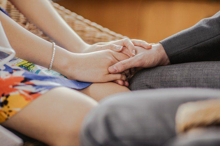 夫妻婚姻危機時要冷靜處理。圖片來源/StockSnap.io