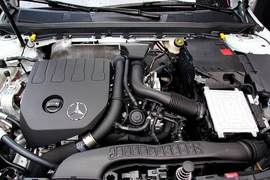 賓士全新研發1.4升直列四缸渦輪增壓汽油引擎,搭載在A 180上可發揮136hp最大馬力。A 200再調校後最大馬力則提升至163hp。 記者張振群/攝影