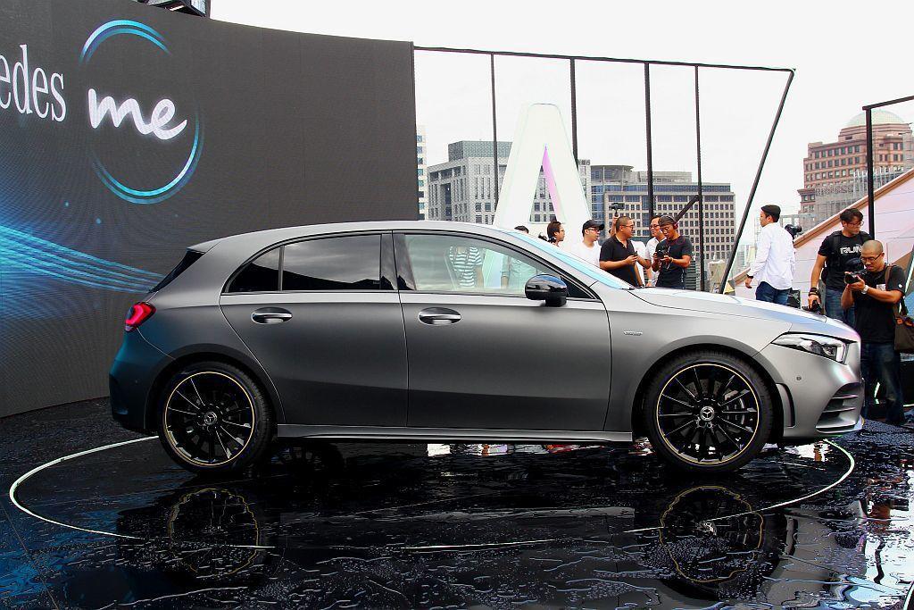 全新第四代A-Class車身尺碼更放大,車長增加120mm、車寬提升16mm外,軸距也是一口氣增加30mm來到2729mm設定。 記者張振群/攝影