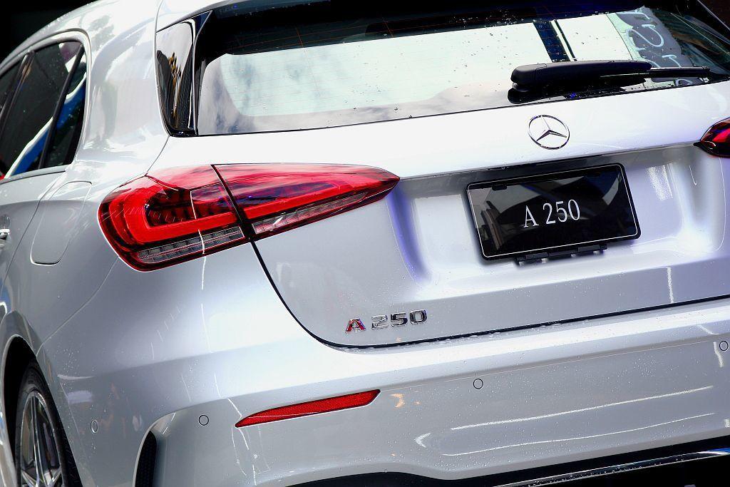 賓士A 250車型後懸吊結構為多連桿設計,A 180與A 200車型則採後軸結構採扭力樑設計。 記者張振群/攝影