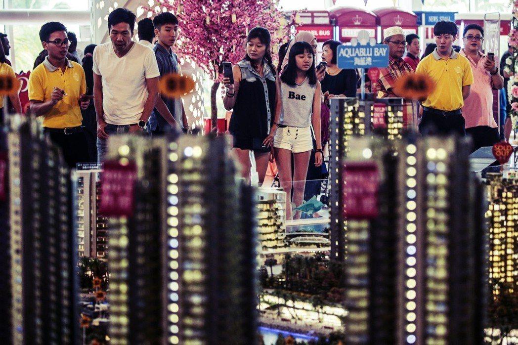 中國「炒房大隊」大舉進軍海外。圖為中資在馬來西亞的「森林城市」建案,日前卻慘遭大...