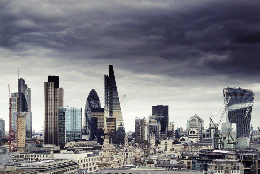 大量外資掌控了倫敦的摩天大樓,近年來又以中國最為積極搶攻倫敦房地產市場。42大廈...