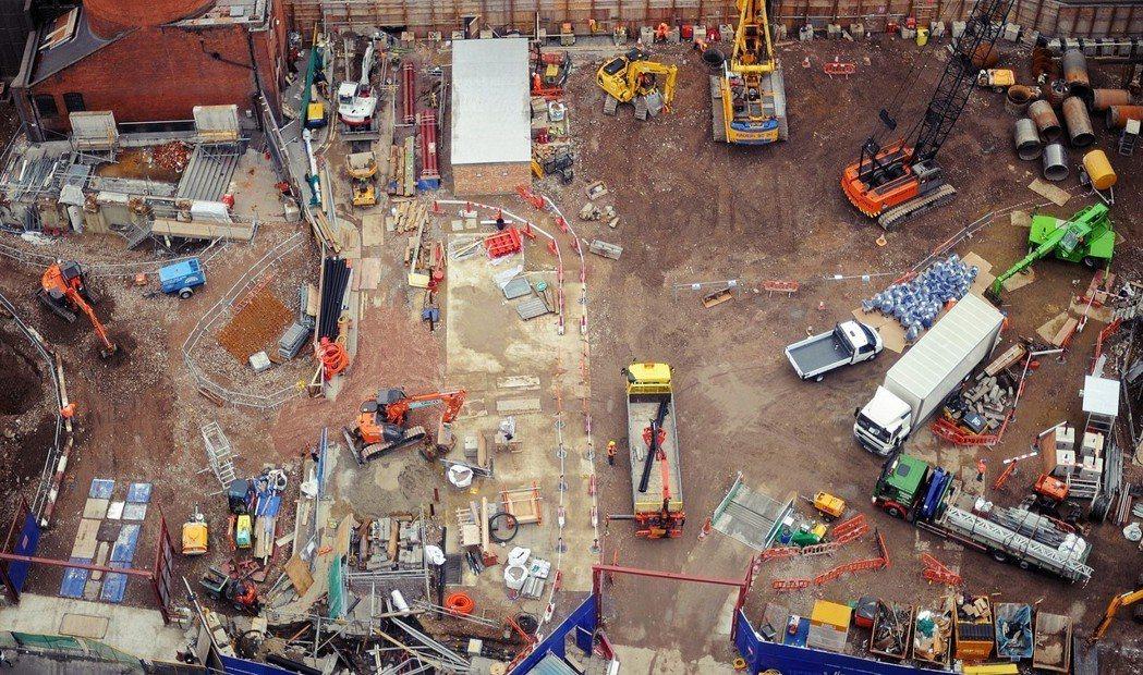 隨著建築空間增加,建案也必須要增加社會公宅與回饋的比例,像是修整周遭的馬路,或其...
