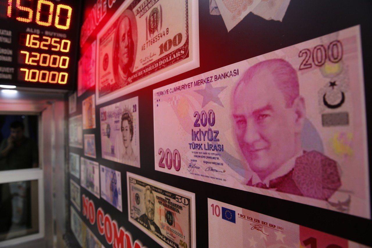 土耳其里拉8月上旬一度重貶,引發金融市場動盪。 美聯社