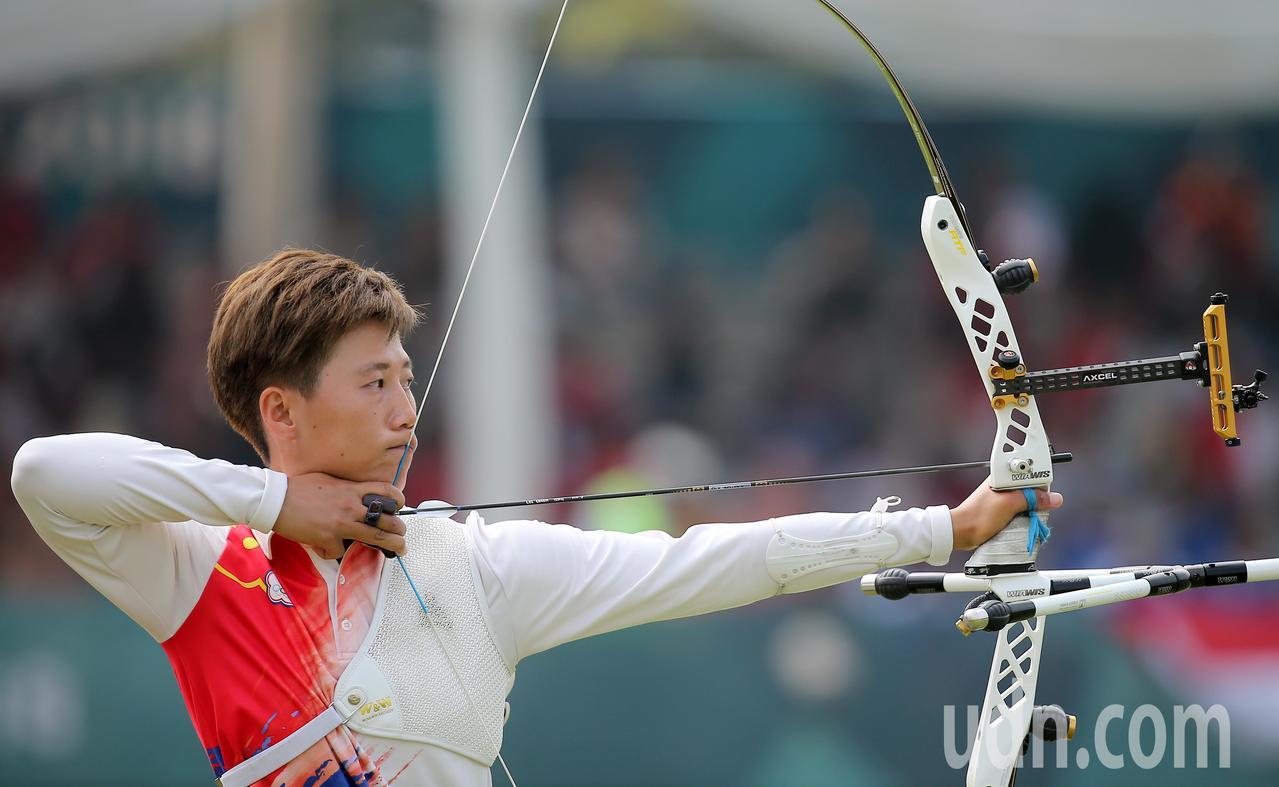 我國射箭好手雷千瑩在雅加達亞運反曲弓女子個人銅牌戰以4比6不敵南韓選手。特派記者...