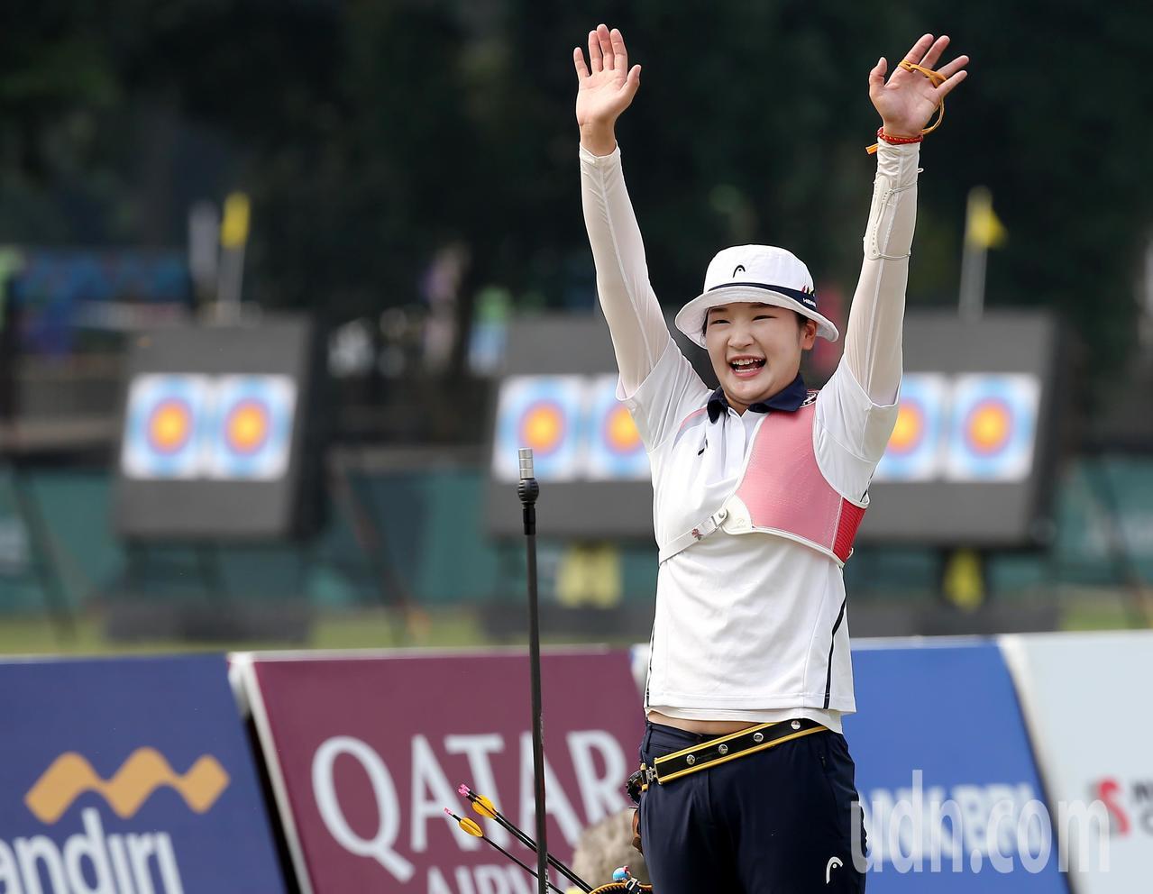 南韓選手姜彩榮在雅加達亞運反曲弓女子個人銅牌戰後來居上,以6支10分箭逆轉獲勝。...