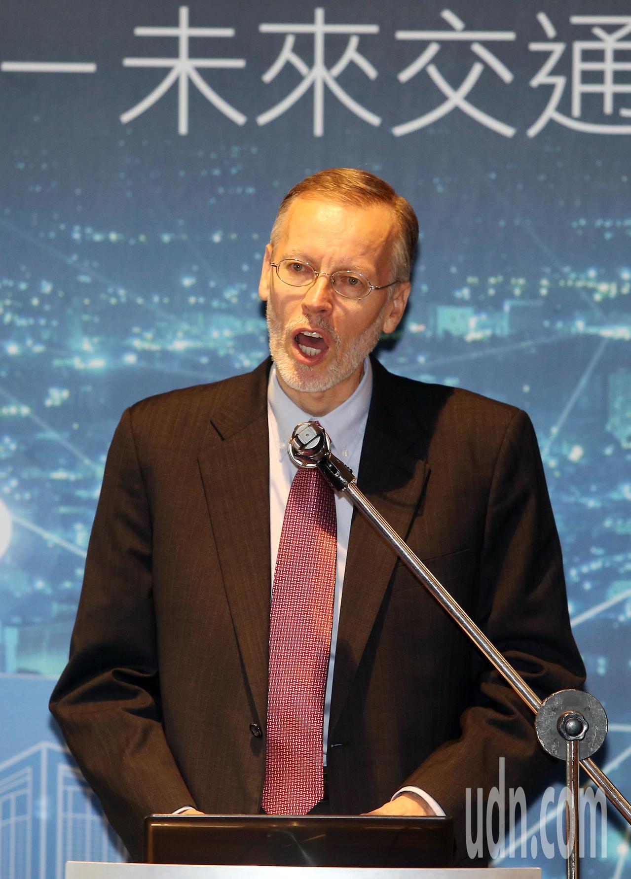 美國在台協會AIT上午舉辦「智慧城市-未來交通新趨勢論壇」,AIT處長酈英傑出席...