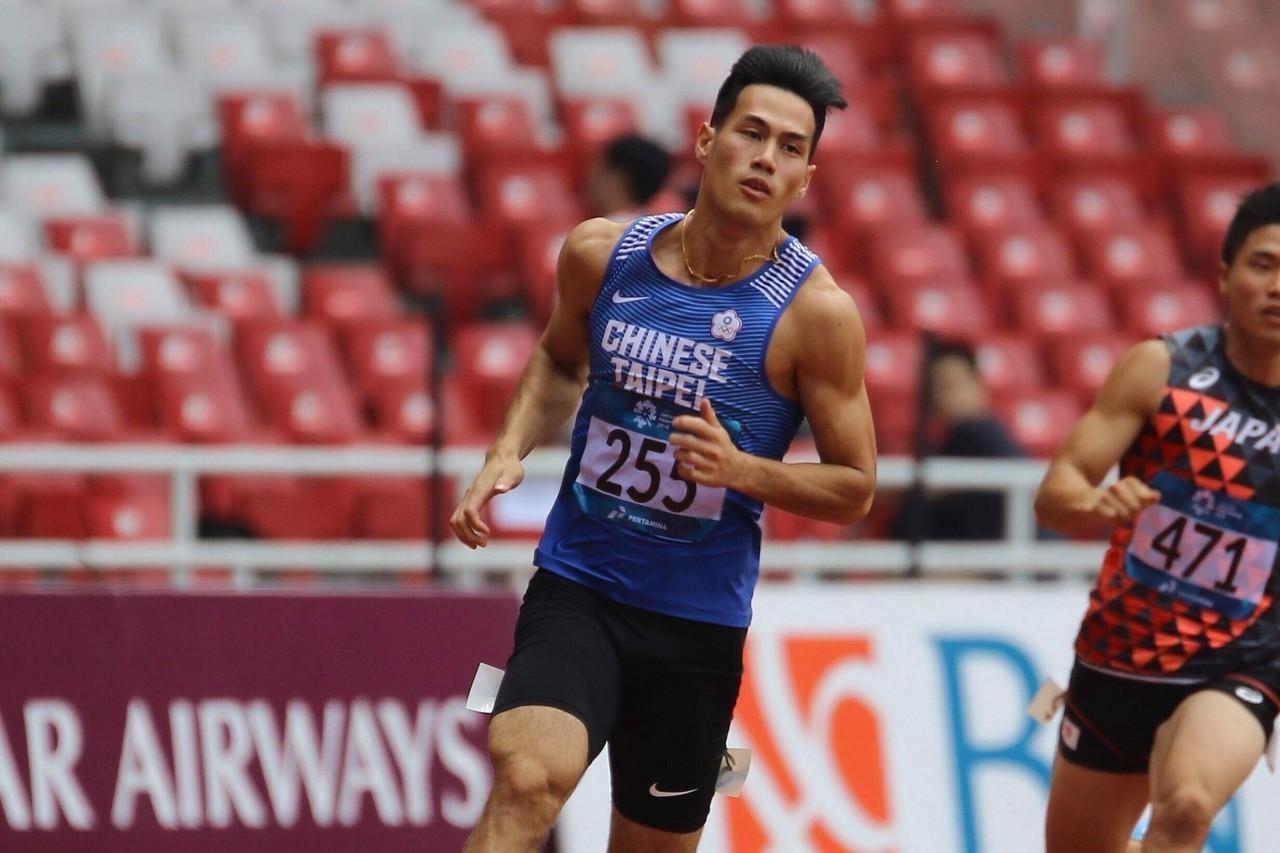 楊俊瀚在男子200公尺預賽跑出分組第1名的20秒95晉級準決賽。圖/亞田總Rah...