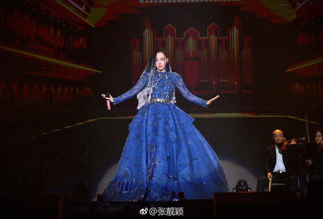 張靚穎近期忙於「珍相」巡迴演唱會。圖/摘自微博