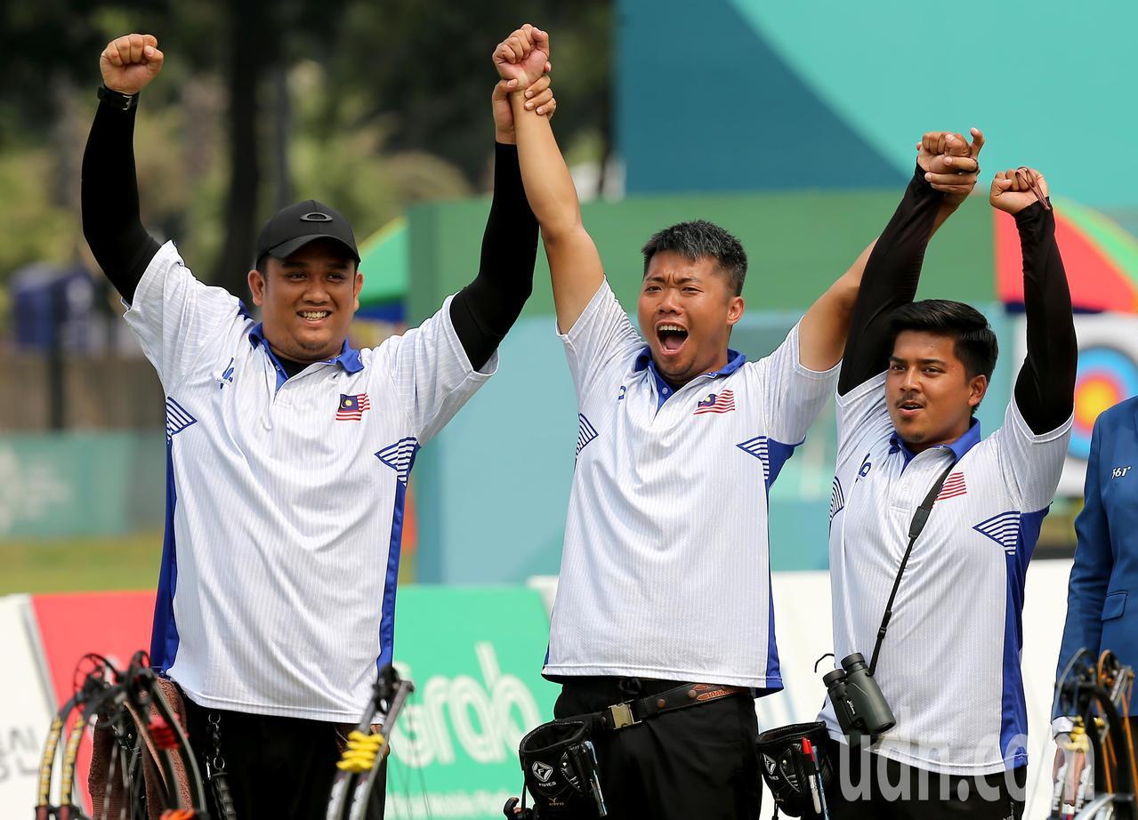 馬來西亞隊複合弓男團在雅加達亞運摘下銅牌。特派記者余承翰/雅加達攝影