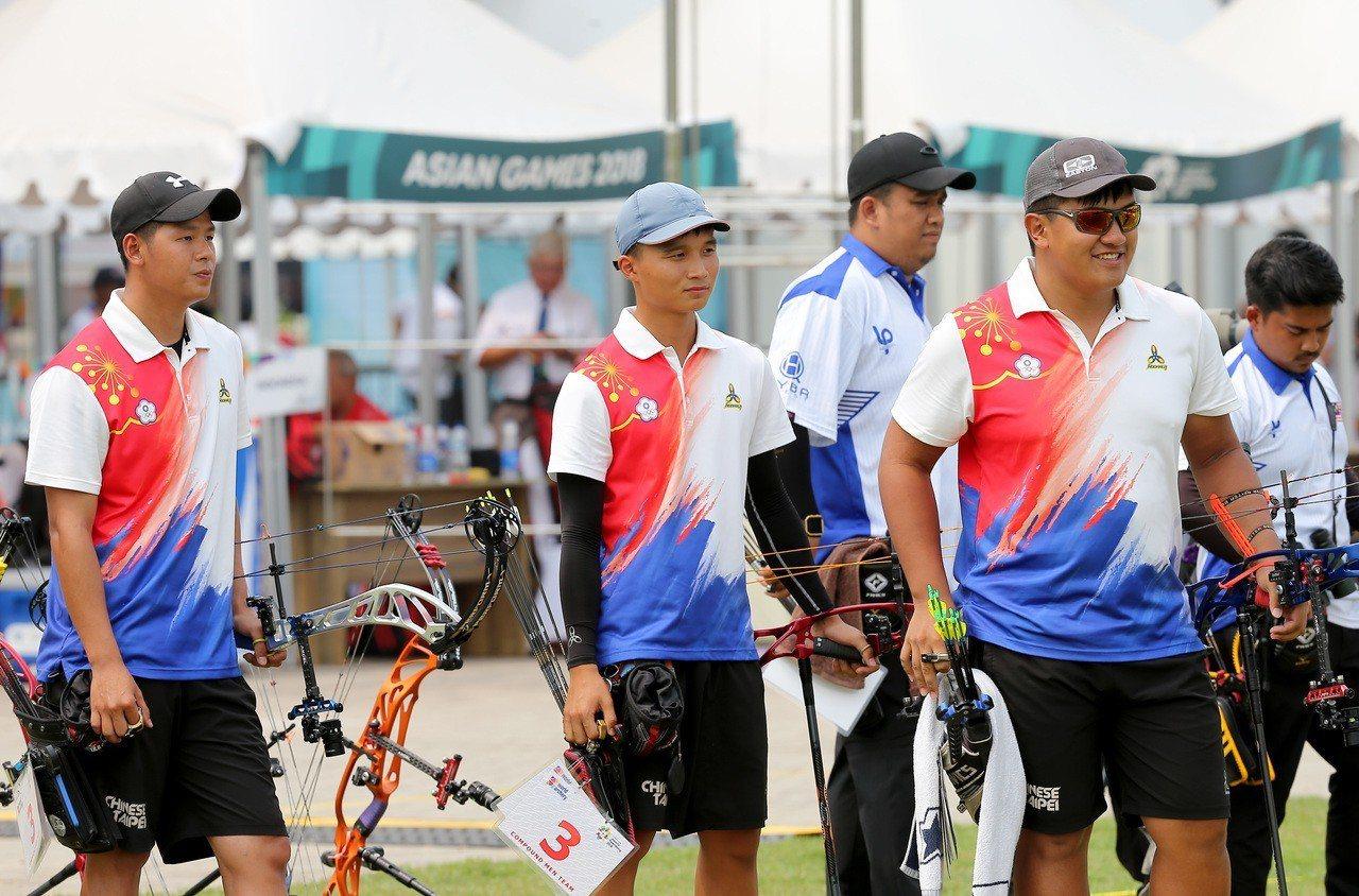 中華射箭複合弓男團在雅加達亞運銅牌戰不敵馬來西亞隊,無緣再添牌。特派記者余承翰/...