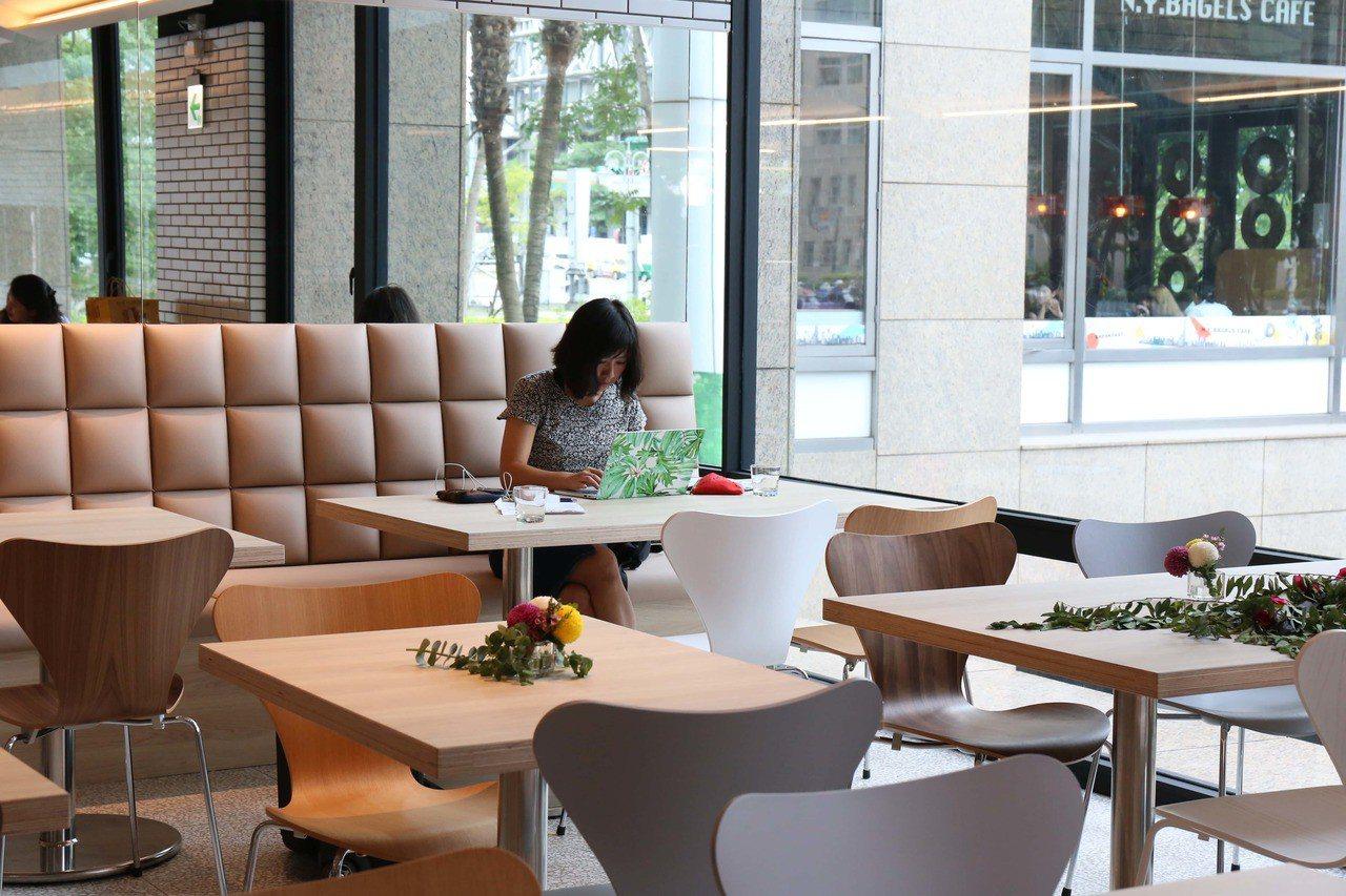 吳寶春麥方店台北信義旗艦店擁有約30席座位。圖/吳寶春麥方店提供