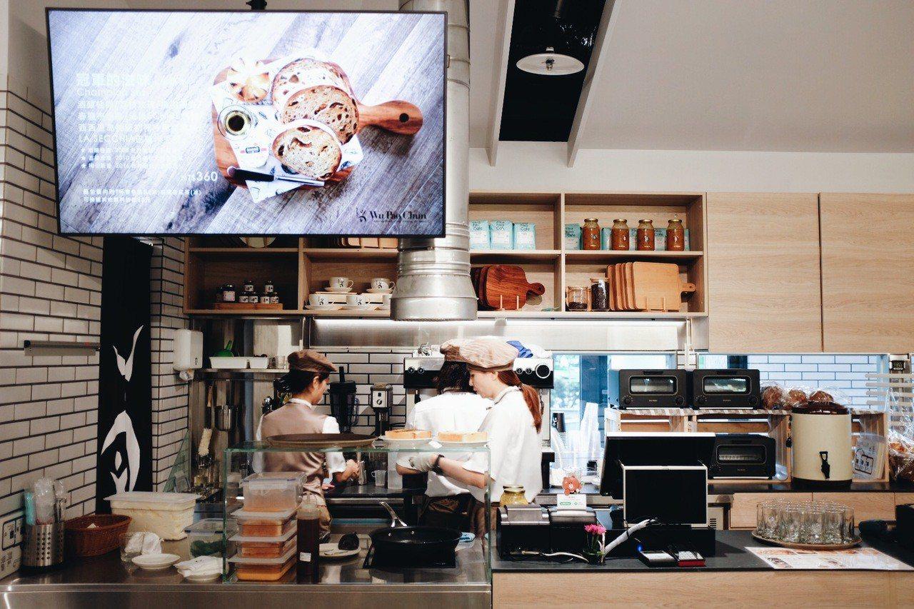 店裡飲品多元,並請來Fika FikaCafe策畫咖啡商品及教育訓練。記者沈佩...