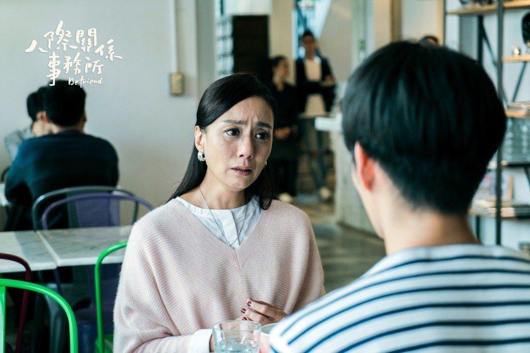 高慧君劇中和遺棄多年的兒子重逢落淚。圖/歐銻銻娛樂提供
