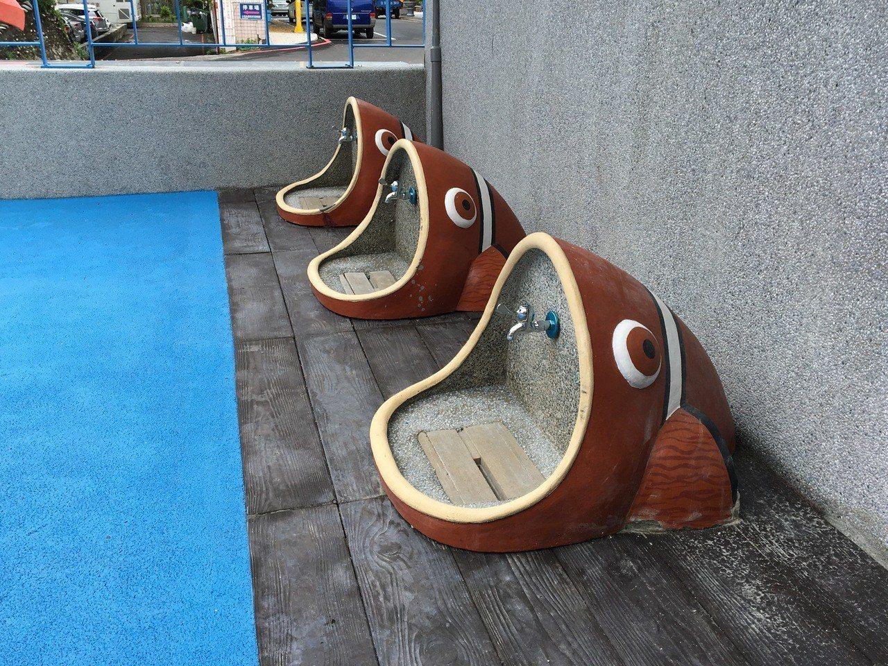 花蓮市公所將花岡山游泳池改建成兒童戲沙空間,還設計具有造型的沖洗設備。記者徐庭揚...