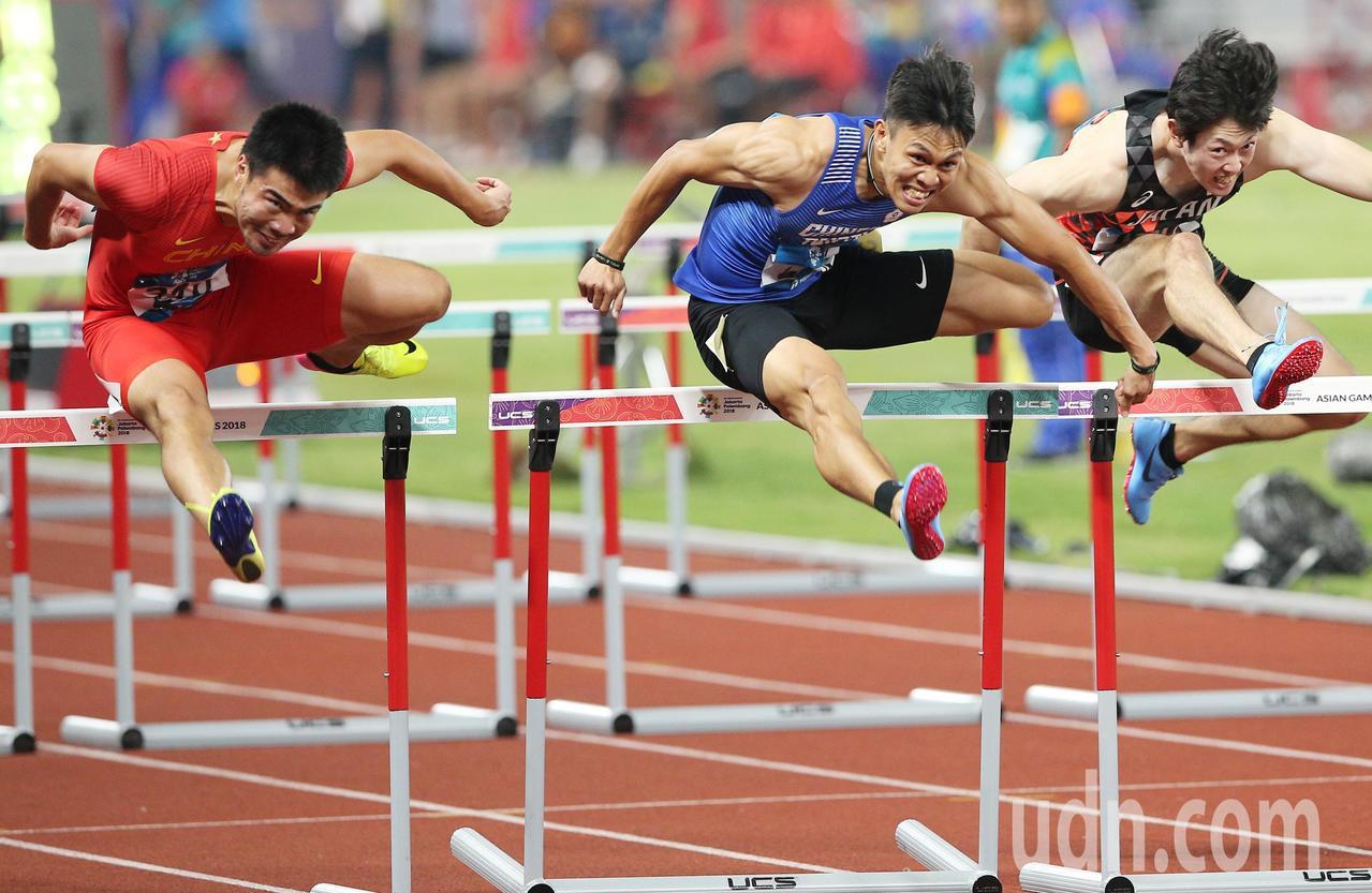 陳奎儒(中)在亞運田徑男子110公尺跨欄奪銀。特派記者陳正興/雅加達攝影