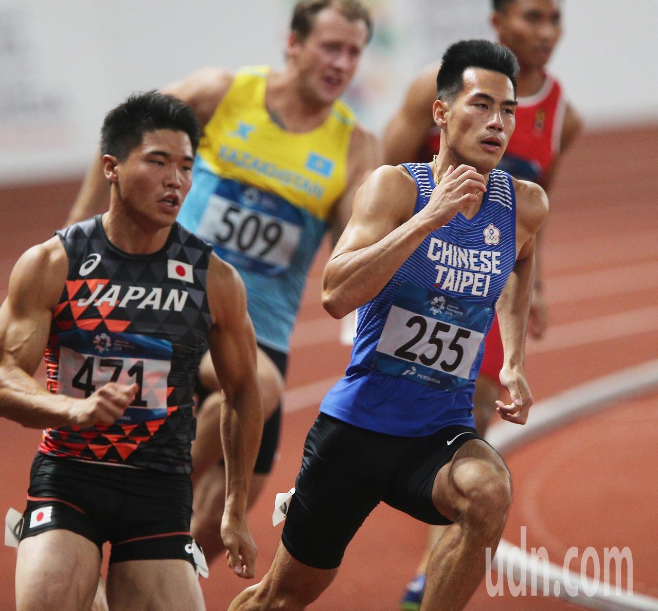 亞運男子200公尺準決賽,楊俊瀚(右)出賽。特派記者陳正興/雅加達攝影