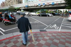 台灣2060年成最老國家 專家:紅綠燈恐等3分鐘