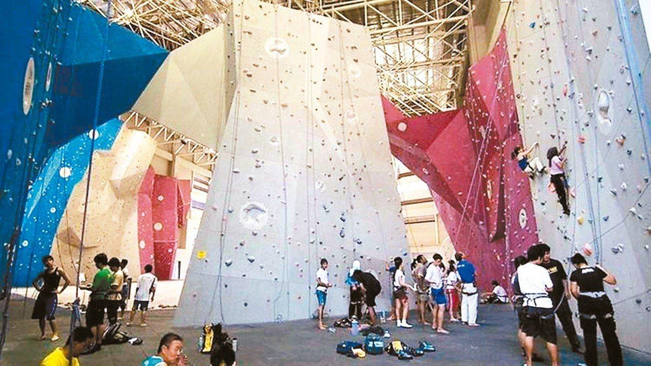 喜愛極限運動的玩家,可以到布城挑戰公園體驗攀岩等運動。 圖/馬來西亞觀光局提供